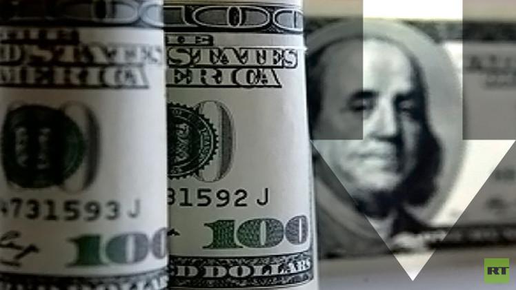 الدولار يهبط دون 57 روبلا لأول مرة في 2015