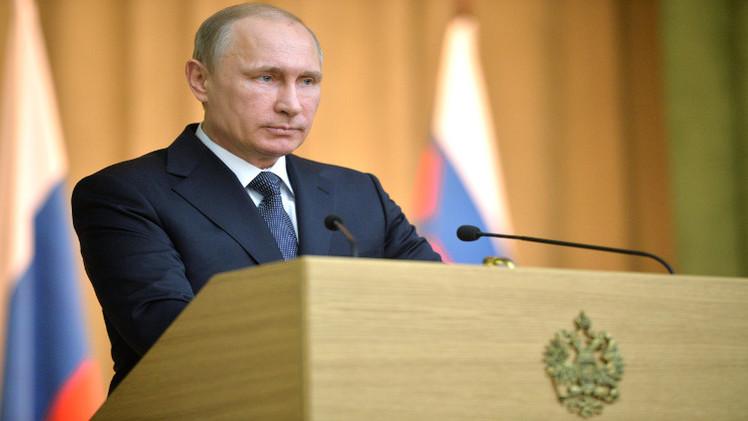 بوتين يدعو الدول العربية إلى حل مشاكلها سلميا