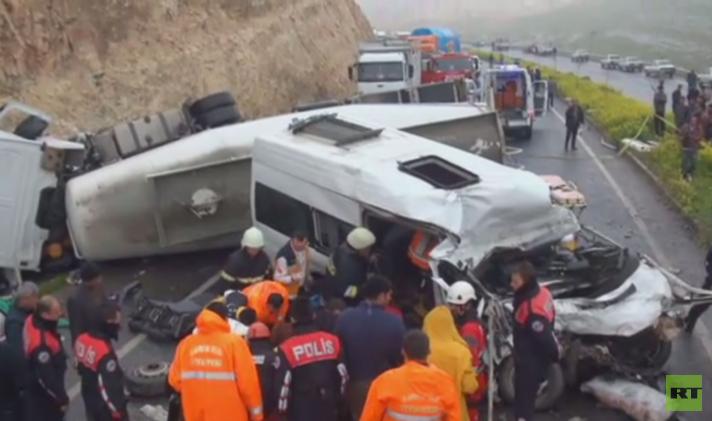 بالفيديو.. 12 قتيلا في حادث سير مروع جنوب تركيا