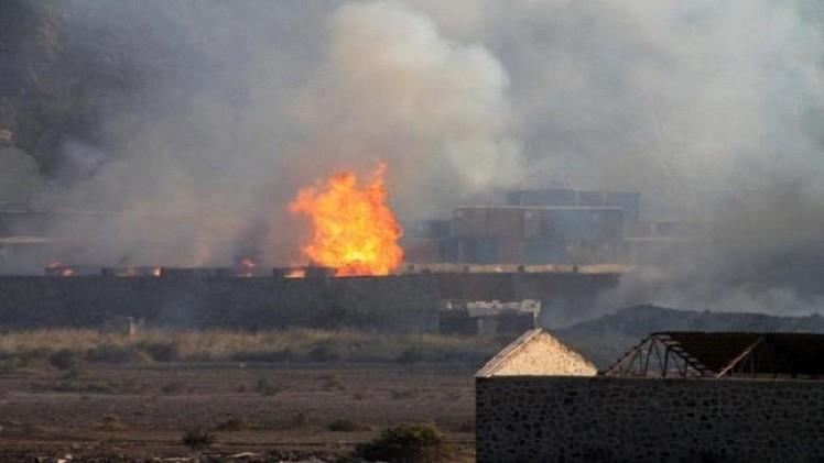 عاصفة الحزم تركز عملياتها في شبوة والحوثيون يسيطرون على قاعدة في باب المندب