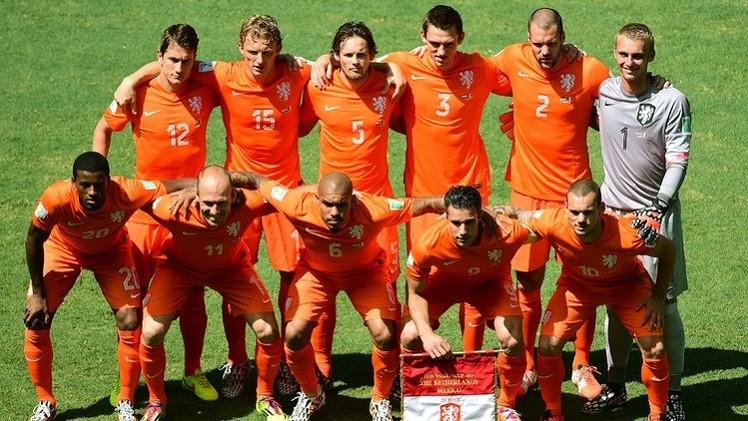 هولندا تصب جام غضبها على إسبانيا