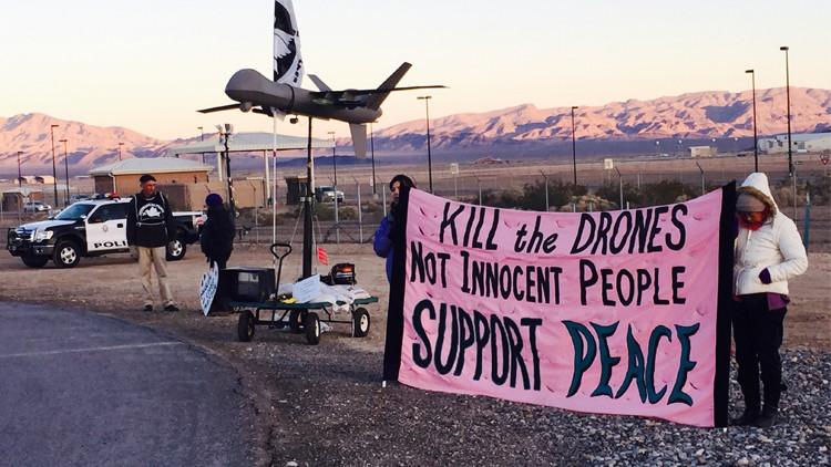 محتجون: الطائرات الأمريكية بدون طيار قتلت مدنيين أكثر من الإرهابيين