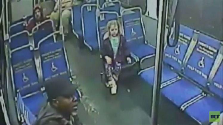 طفلة الأربع سنوات تغادر منزل والديها بحثا عن مغامرة (فيديو)
