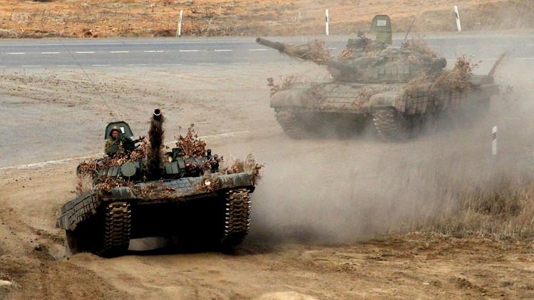 الدبابات تعبر الاوتوستراد في المرحلة الختامية للتدريبات