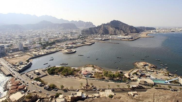 لماذا تقترب القطع الحربية من موانئ اليمن؟