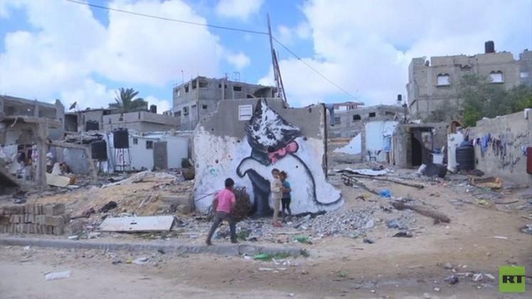 باب معدنية بغزة تحمل رسما لبانسكي  تباع بـ 175 دولارا (فيديو)