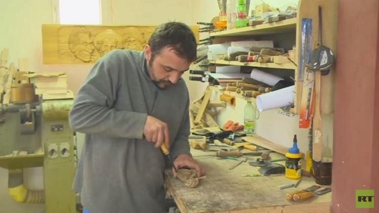بابا الفاتيكان يحصل على كرسي من صنع عائلة مسلمة (فيديو)