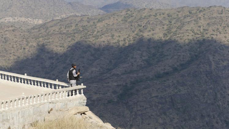 مقتل جندي سعودي وإصابة 10 آخرين على الحدود مع اليمن