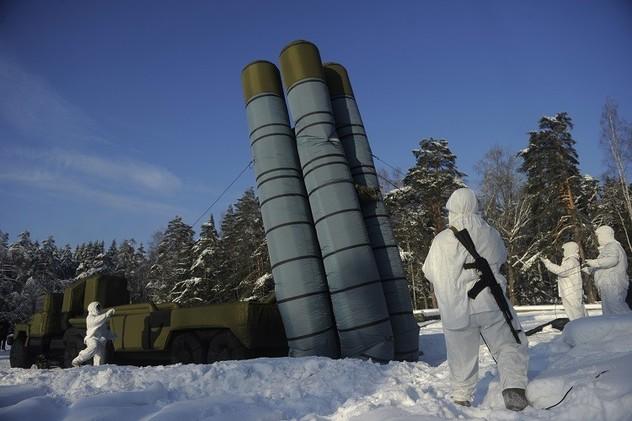 قوات الدفاع الجوي الروسي تطلقصواريخ