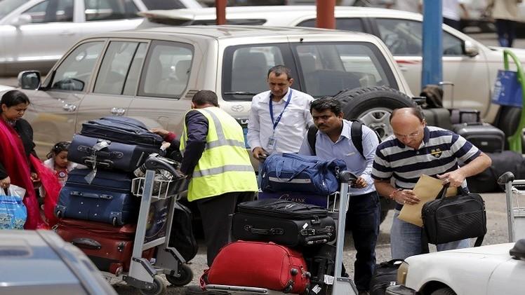الأجانب يخرجون من اليمن (فيديو)