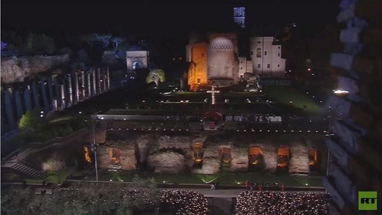 فيديو..البابا فرانسيس يترأس السير في درب الصليب