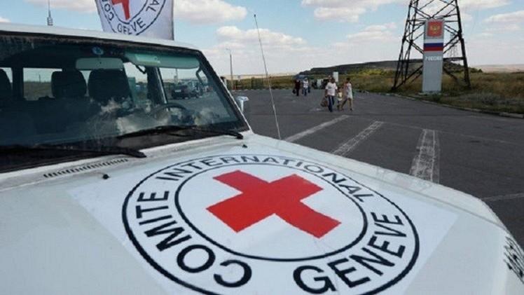 الصليب الأحمر: التحالف يمنع دخول مساعدات إنسانية إلى اليمن