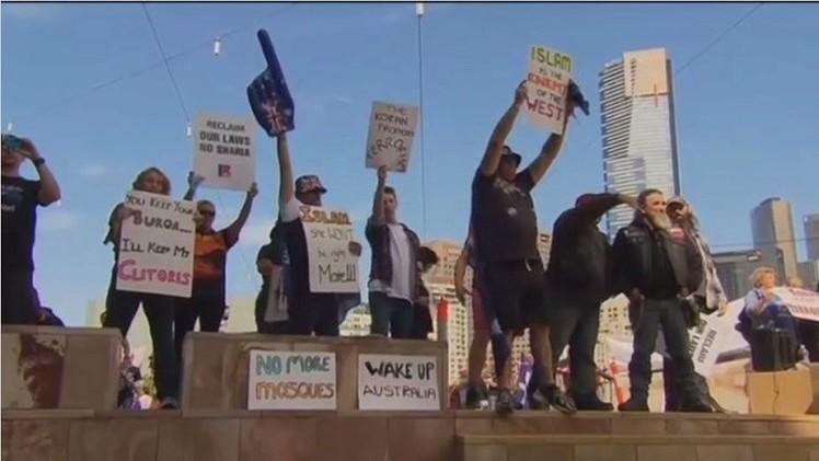 اشتباكات بين متظاهرين من حركة