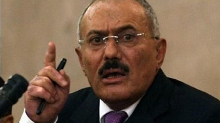 أحد مساعدي علي عبدالله صالح ينفي مغادرته اليمن