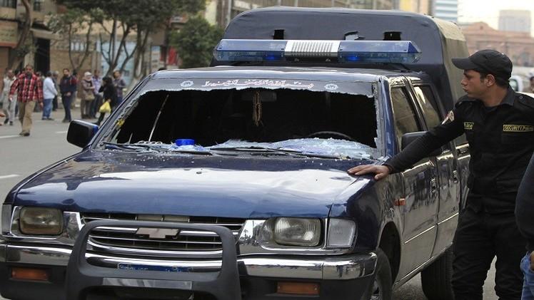 مقتل شرطي مصري بانفجار قنبلة على جسر 15 مايو في القاهرة (فيديو)