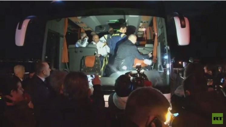 بالفيديو..مجهول يطلق النار على حافلة فريق تركي لكرة القدم