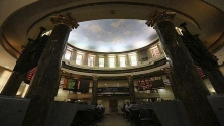 بورصة مصر في المنطقة الحمراء في بداية تعاملات الأسبوع