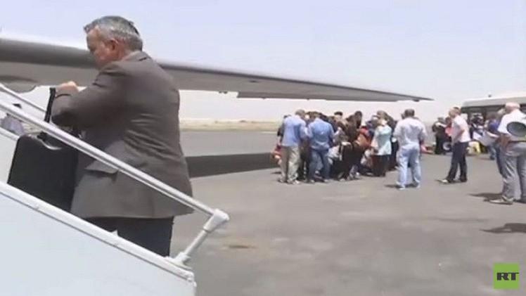 طائرة روسية خامسة تجلي من اليمن 150 شخصا من دول مختلفة (فيديو)