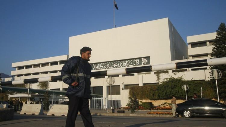 نواب باكستانيون يعارضون تدخل بلادهم عسكريا في اليمن