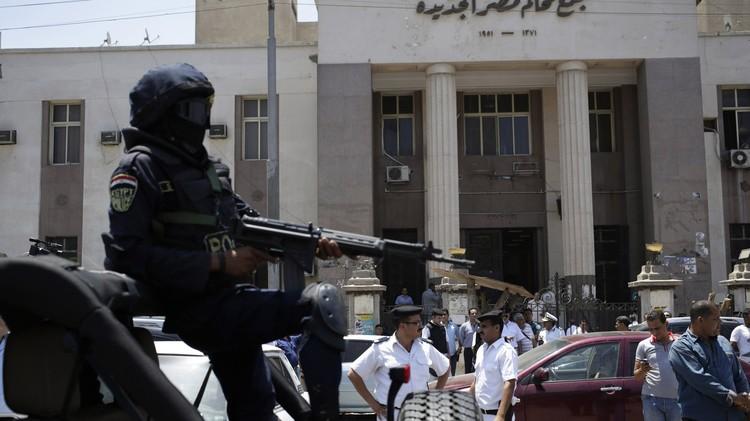 مصر.. محاكمة 379 من