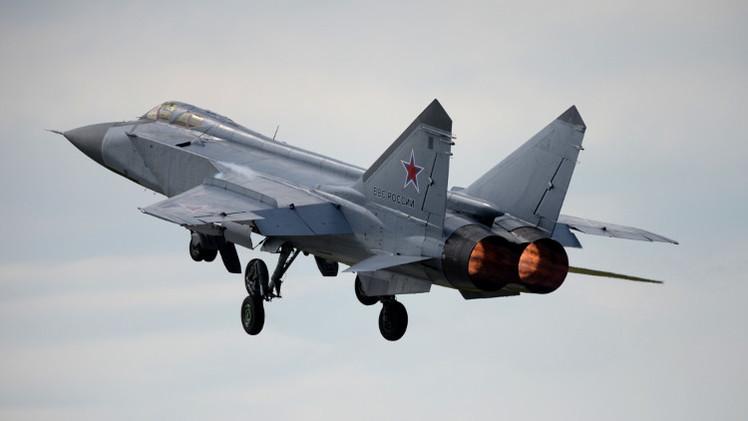 مقاتلات روسية تعترض غارة جوية لعدو افتراضي أثناء تدريبات جوية في أقصى شرق البلاد