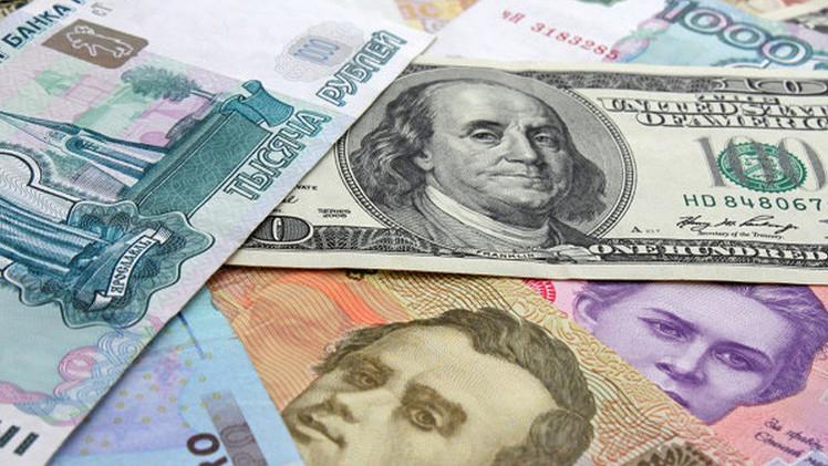 الدولار دون 53 روبلا لأول مرة في 2015