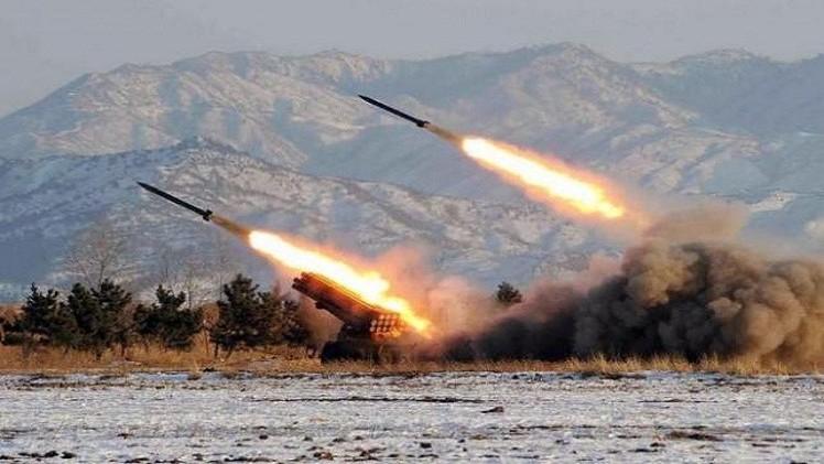 كوريا الشمالية تطلق صاروخين