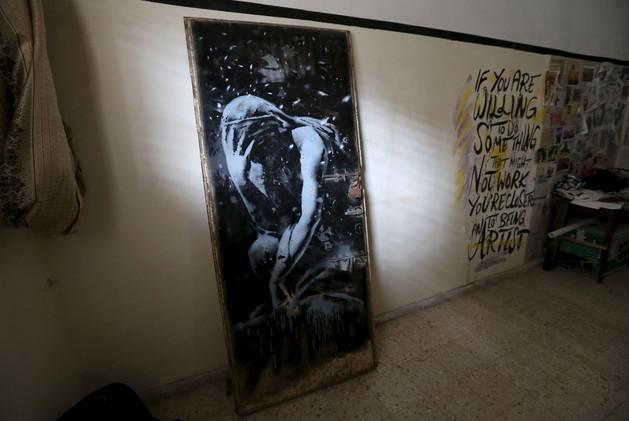 شرطة غزة الفلسطينية تصادر لوحة فنية لبانكسي