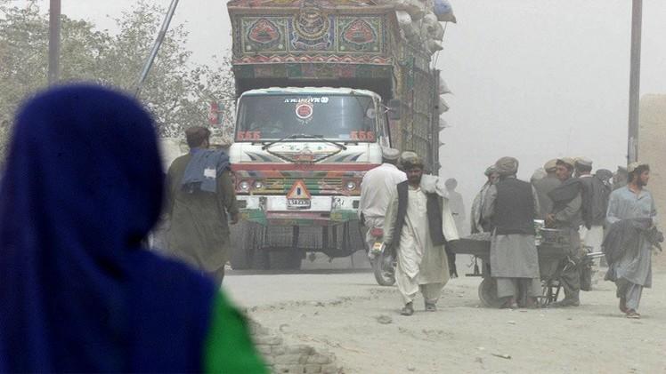 مقتل 20 عاملا على الهوية في باكستان