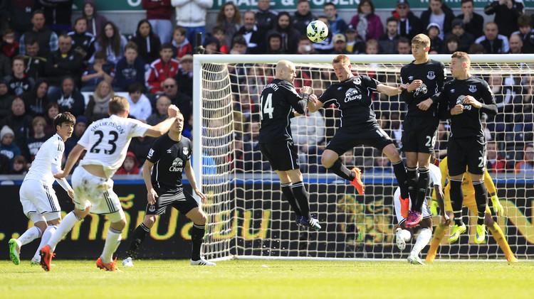 أشواك إيفرتون تعرقل مشوار سوانزي إلى الدوري الأوروبي