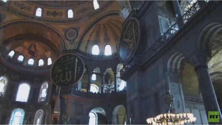 تلاوة القرآن في مسجد أيا صوفيا في إسطنبول (فيديو)