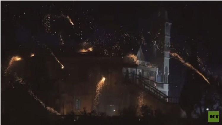 بالفيديو..فعاليات بإطلاق شماريخ تجري بين كنيستين على وشك عيد الفصح