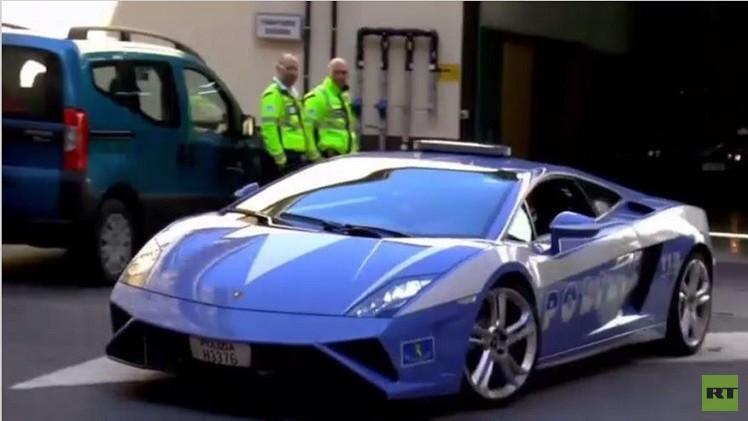 سيارة رياضية تستخدم لنقل أعضاء لمتبرع في ميلانو (فيديو)