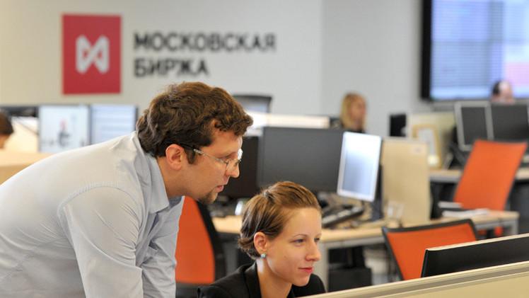 بورصة موسكو في المنطقة الخضراء في بداية تعاملات الأسبوع