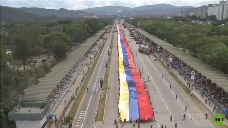 علم عملاق في فنزويلا بطول 1200 متر  يرمز للصمود ضد الولايات المتحدة (فيديو)