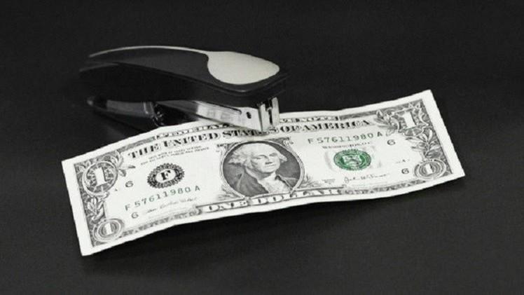 الدولار يتراجع دون عتبة 51 روبلا