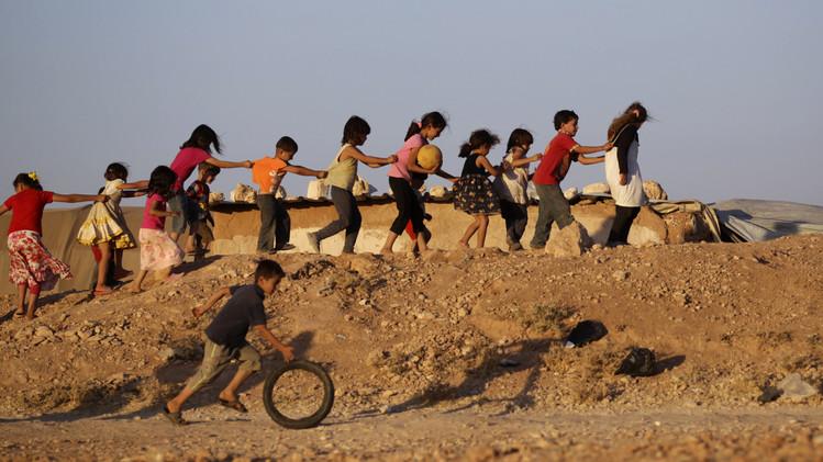 نتيجة للصراع بين متمردين وقوات الرئيس السوري بشار الأسد نقل الأولاد إلى مخيم في جنوب إدلب