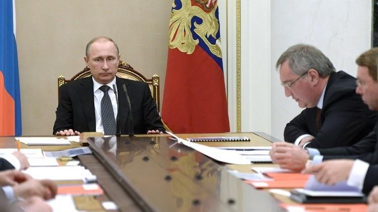 بوتين يشدد على ضرورة إنتاج كافة مكونات الأسلحة الروسية داخل البلاد