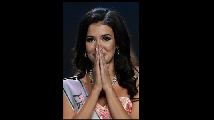صوفيا نيكيتشوك تتوج بلقب ملكة جمال روسيا للعام 2015  (فيديو)