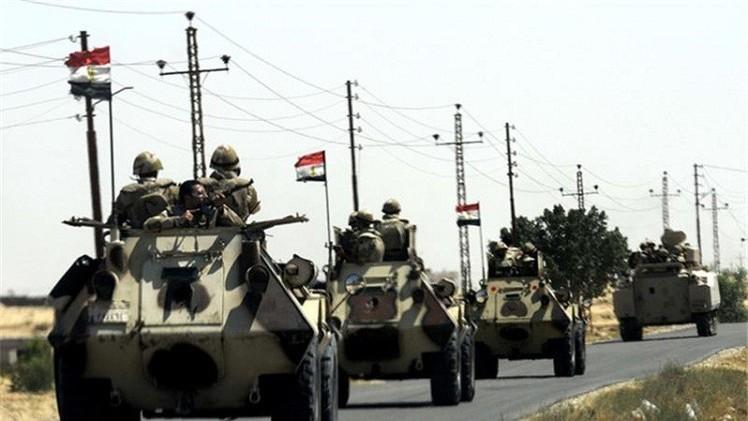 مقتل 3 من أفراد الجيش المصري بانفجار مدرعة ..وحملات أمنية واسعة شمال سيناء