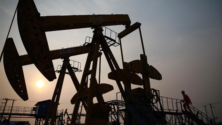 أسعار النفط قرب أعلى مستوياتها في 2015