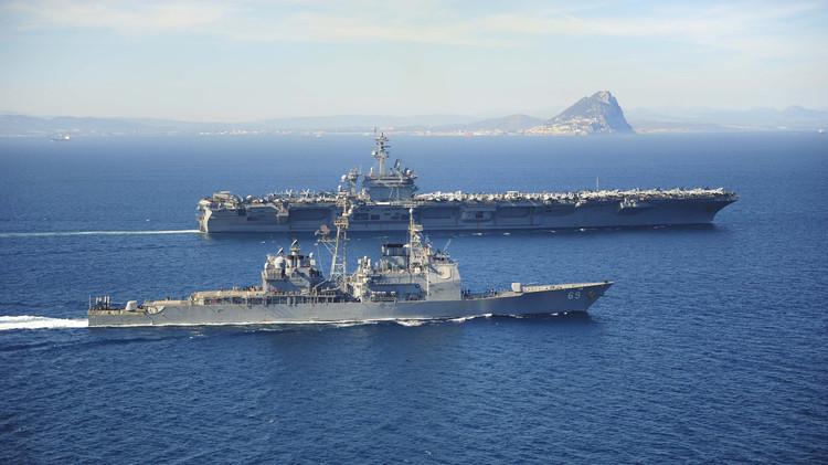 واشنطن ترسل حاملة طائرات إلى السواحل اليمنية لمراقبة قافلة سفن إيرانية
