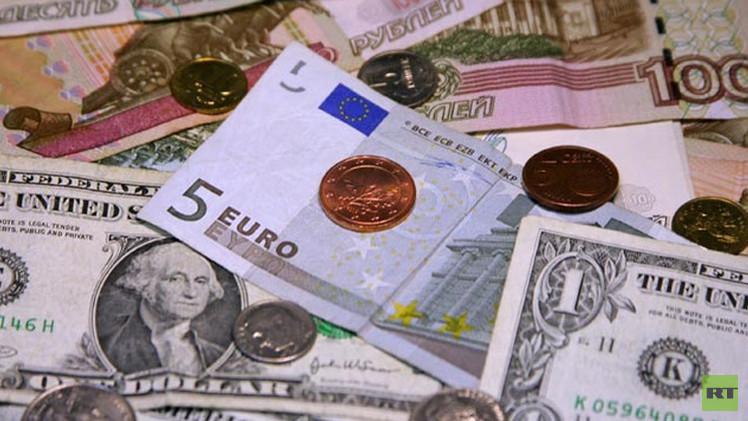 الروبل الروسي يرتفع مقابل الدولار واليورو خلال تعاملات الأربعاء