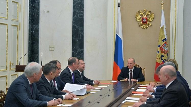 بوتين يبحث القضايا الداخلية والخارجية مع أعضاء مجلس الأمن الروسي