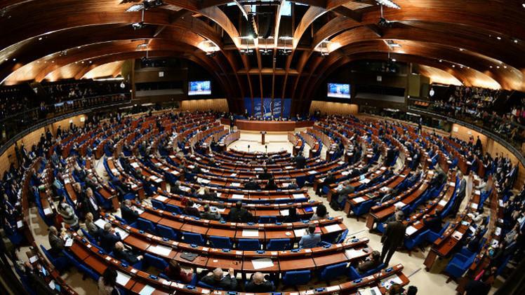 موسكو تحذر الجمعية البرلمانية لمجلس أوروبا من إلغاء صلاحيات الوفد الروسي