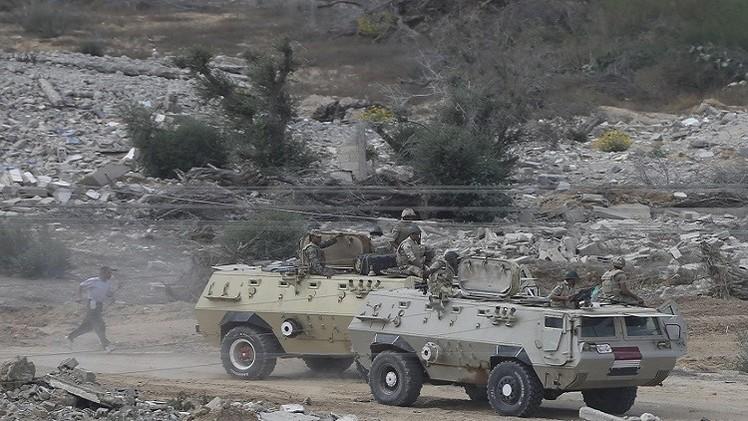 السيسي يصدر قرارا بتمديد حالة الطوارئ وحظر التجوال ليلا في مناطق بسيناء