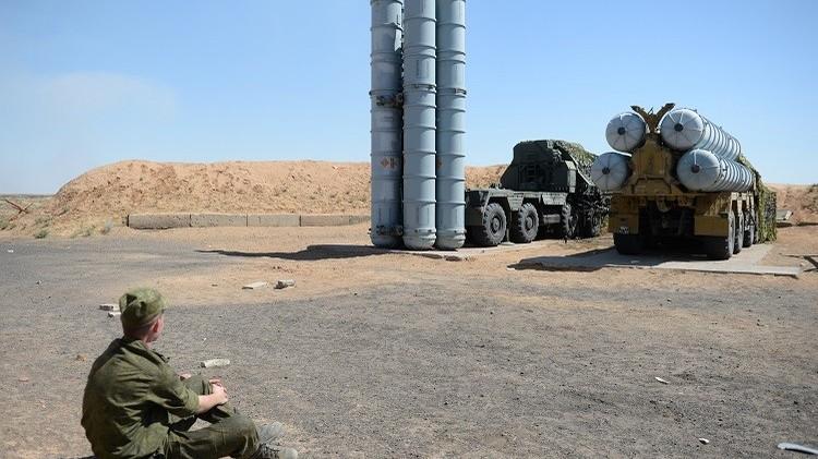 الدفاع الجوي  يطلق صواريخ