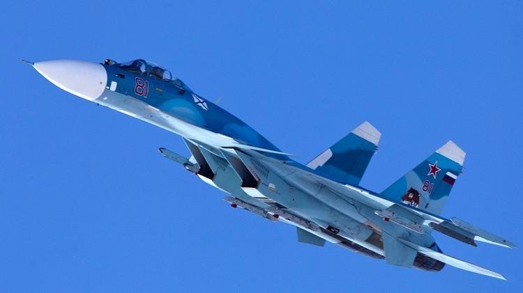تدريبات تكتيكية لمقاتلات أسطول الشمال الروسي مع إطلاق صواريخ