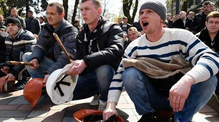 عمال المناجم يستأنفون احتجاجاتهم في كييف مطالبين بتسديد أجورهم المستحقة