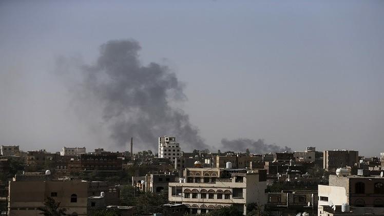 التحالف يقصف مطار صنعاء لمنع طائرة إيرانية من الهبوط